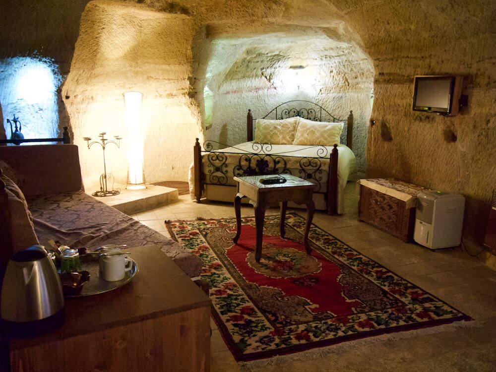 Welcoming boutique hotel castle inn in ortahisar for Boutique inns with rooms